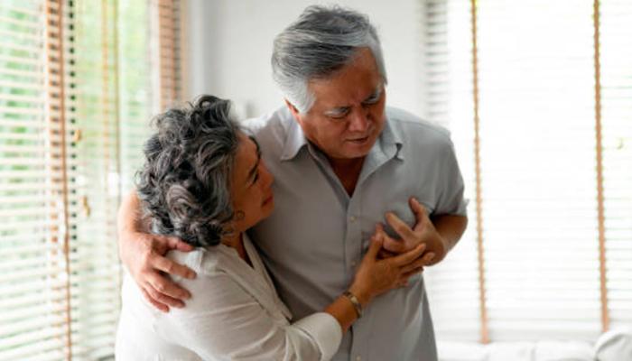 Sintomas de infarto em pessoas idosas